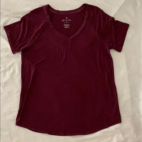 American Eagle Outfitters Tops - American Eagle v-neck t-shirt